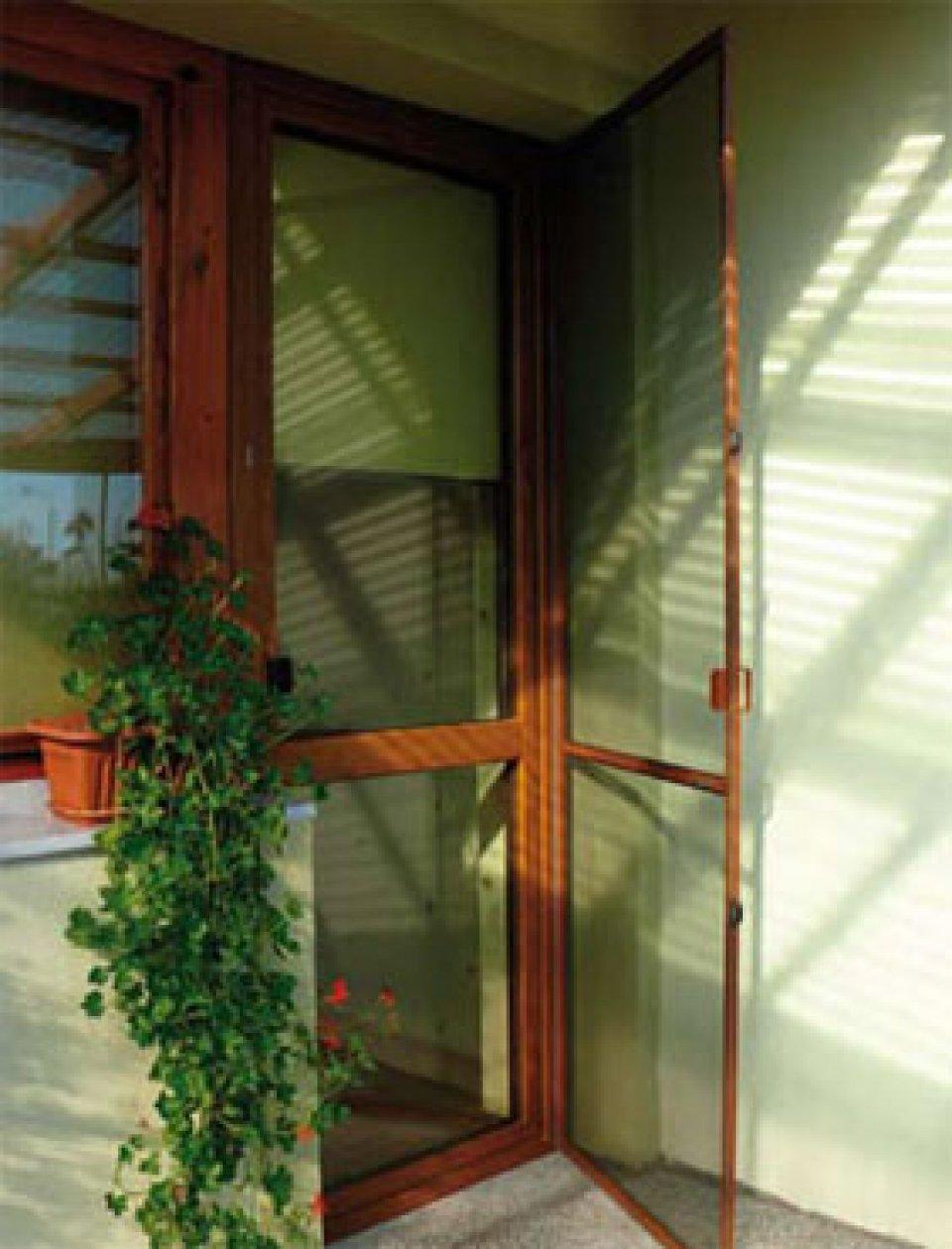 Дверные москитные сетки (белые, коричневые).